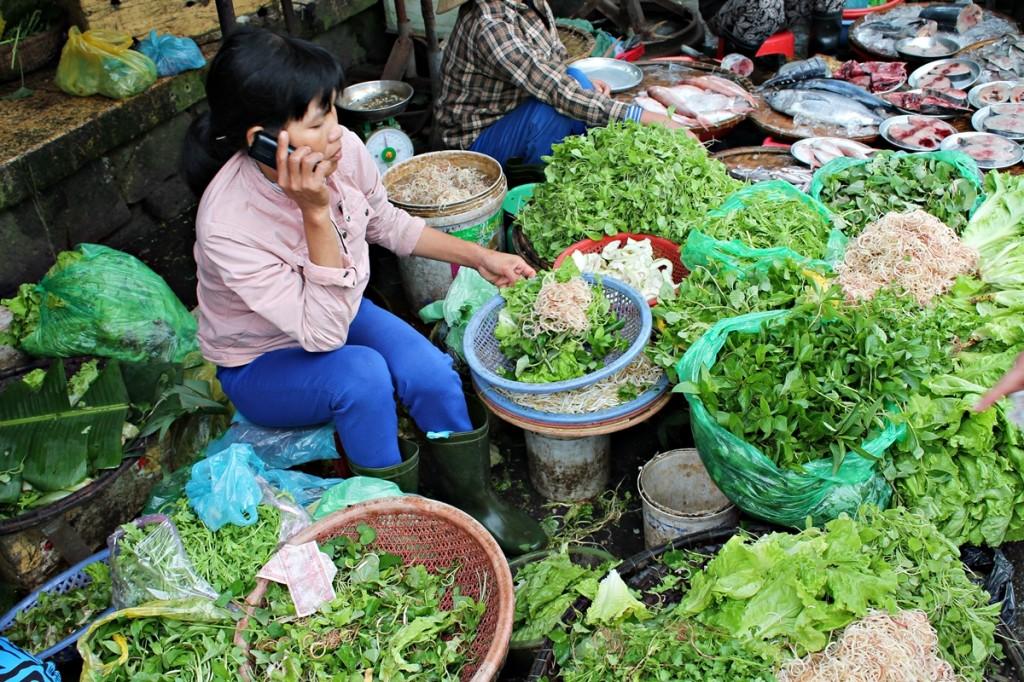 Vi køber urter og salat til dagens menu