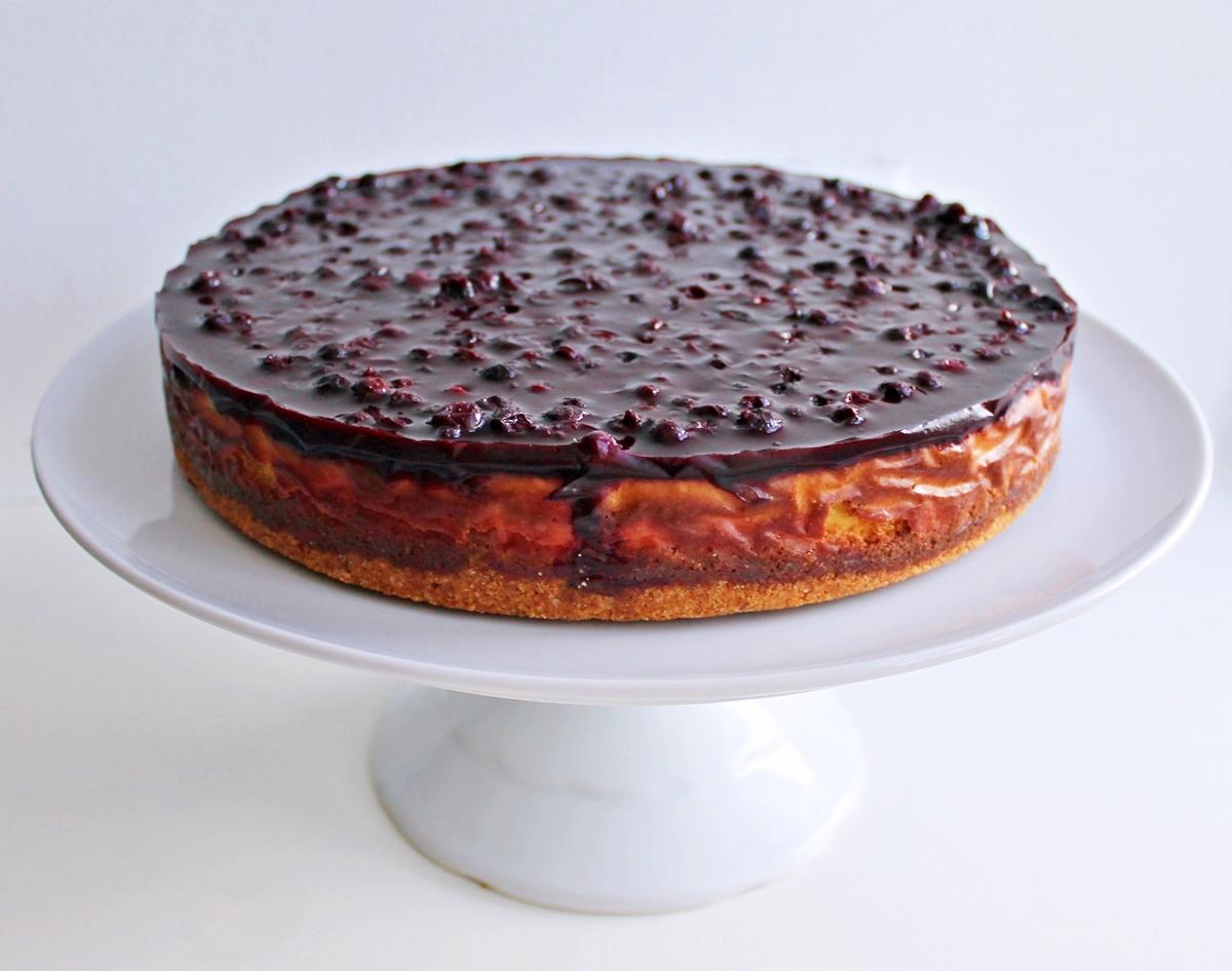 Bagt cheesecake med solbær og lakrids - Sofies Spisekammer