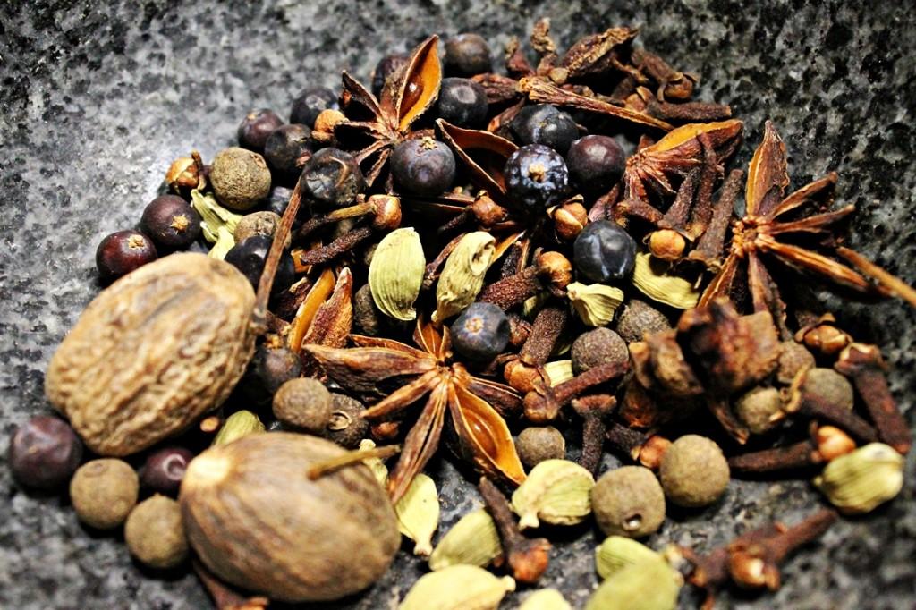 Gløgg, krydderier i morter, november 2012