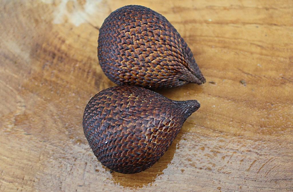 Sydøstasiens eksotiske frugter, Slangeskindsfrugt, Bali april 2014