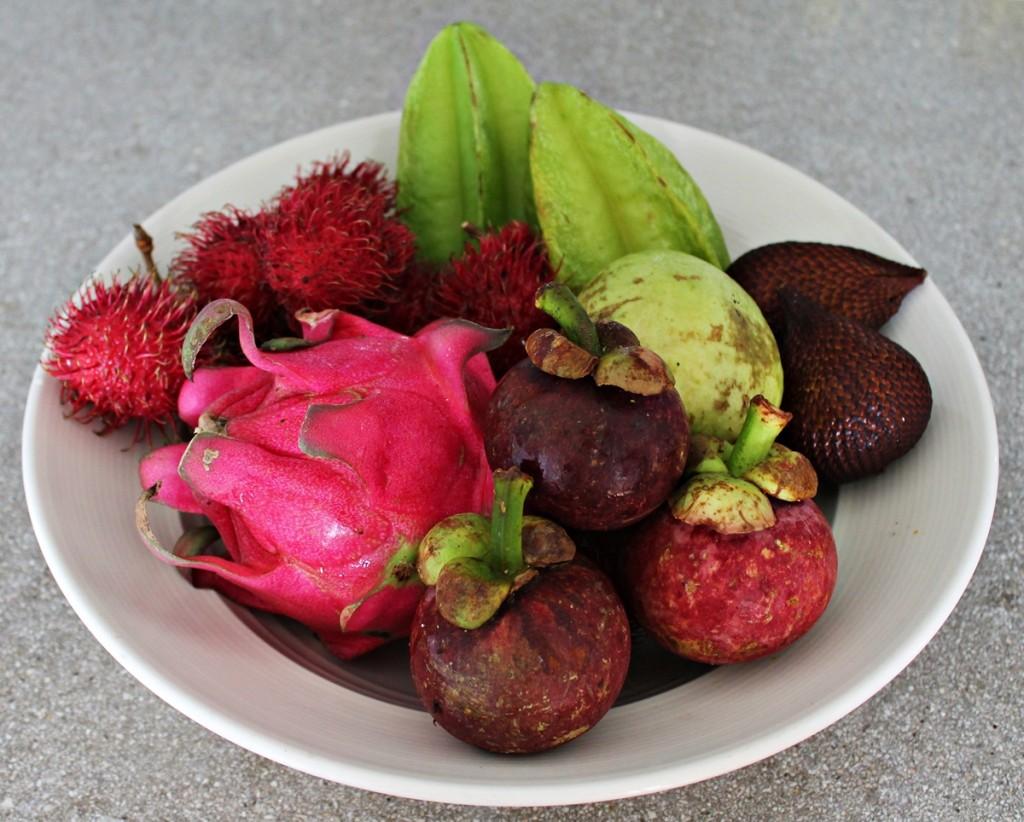 Sydøstasiens eksotiske frugter, frugtfad, Bali april 2014