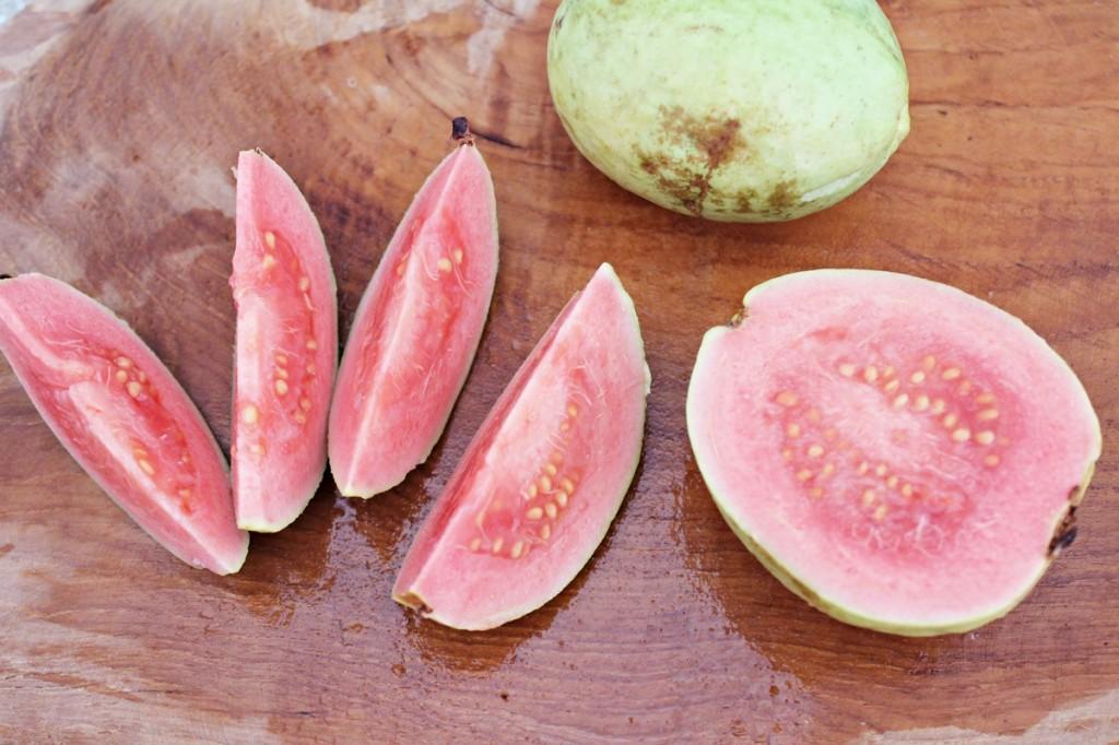 Sydøstasiens eksotiske frugter, guava1, Bali april 2014