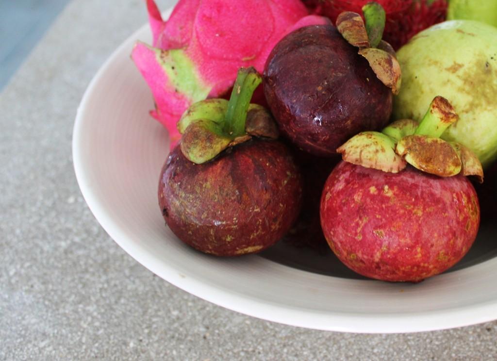 Sydøstasiens eksotiske frugter, mangosteen1, Bali april 2014