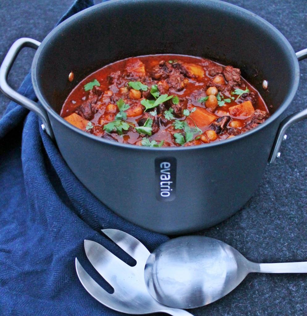 Tagine med oksekød, søde kartofler og svesker