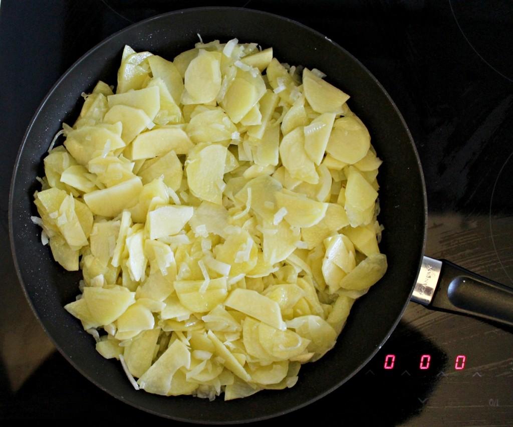 Tortilla, kartofler på panden, august 2013